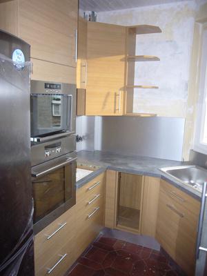 Petite cuisine l 39 espace cuisine am nag sur - Agencement petite cuisine ...